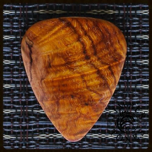 Timber Tones Guitar Wood Pick - Burma Padouk (relatively hard)